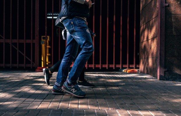 Un comité d'Edmonton suggère d'autoriser la consommation de cannabis sur les trottoirs